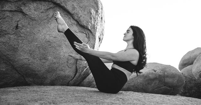 5 Effective Yoga Poses That Burn Belly Fat For A Flat Tummy